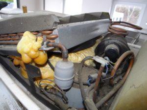 Klimaanlage Reparatur- pfusch mit Bauschaum Totalschaden